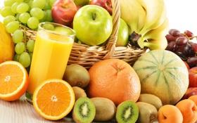 Обои стакан, ягоды, корзина, яблоки, апельсины, киви, сок