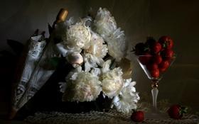 Обои цветы, ягоды, зонт, клубника, белые, пионы