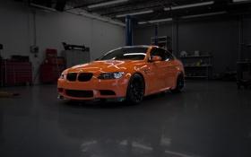 Обои оранжевый, bmw, бмв, мастерская, вид спереди, orange, e92