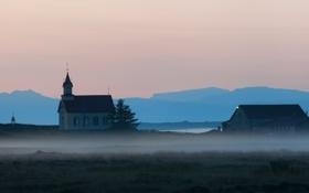 Картинка природа, туман, дома, церковь, дымка