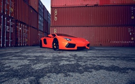 Обои контейнеры, мокрый асфальт, оранжевый, вид сбоку, orange, lamborghini, aventador