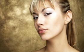 Обои шея, лицо, симпатичная, блондинка, губы, взгляд