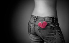 Обои девушка, джинсы, сердечко