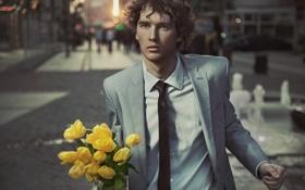 Картинка взгляд, цветы, люди, улица, тюльпаны, парень, кареглазый