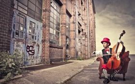 Обои креатив, улица, скрипка, кресло, шляпа, ботинки, цепь