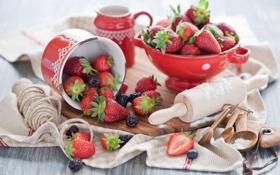 Обои ягоды, полотенце, клубника, натюрморт, шпагат, ежевика, скалка
