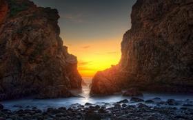 Картинка песок, USA, пляж, скалы, рассвет, California, океан
