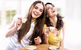 Картинка стол, девушки, смех, чаепитие, чашки, ложечка, подруги