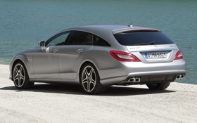 Обои вода, берег, Mercedes-Benz, CLS, серебристый, вид сзади, AMG