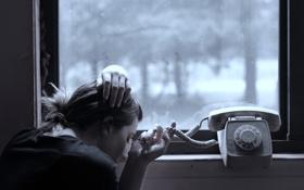 Картинка окно, девушка, телефон