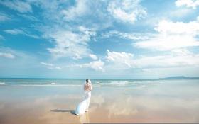 Обои море, пляж, небо, облака, отражения, горы, горизонт