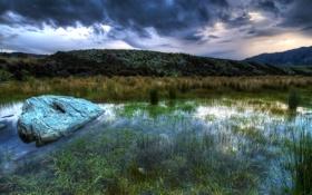 Картинка небо, трава, вода, тучи, природа, холмы, камень