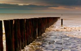 Обои море, камни, столбы, ряд, булыжники