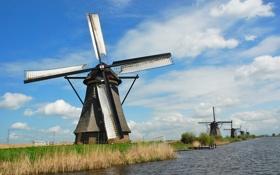 Обои поле, небо, трава, облака, село, мельница, канал