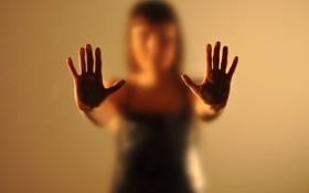 Обои девушка, ситуация, руки, размытое