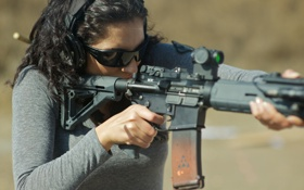 Обои fire weapon, rifle assault, woman