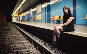 Обои девушка, метро, тату