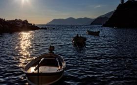 Картинка море, лодка, бухта, вечер, залив, горі, скалі