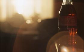 Обои бутылка, напиток, блик, coca-cola