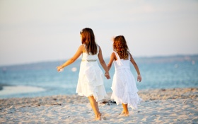 Картинка песок, пляж, лето, дети, берег, девочки, две