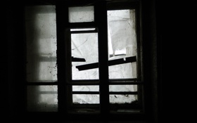 Обои темнота, комната, окно, заброшенное
