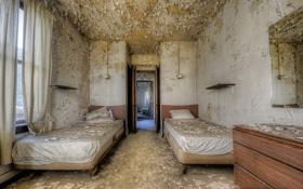 Обои комната, дверь, кровати