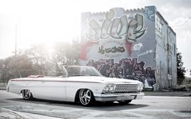 Картинка улица, граффити, Chevrolet, белая, white, кабриолет, шевроле