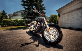 Обои мотоцикл, ворота, вилка, гараж, колесо, байк