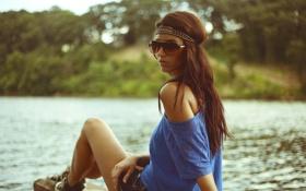 Картинка лето, вода, девушка, волосы, майка, очки, плечо