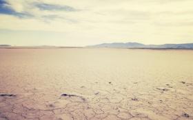 Обои песок, небо, горы, трещины, пустыня, пейзажи, горизонт