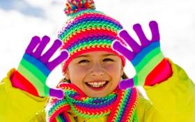 Обои зима, снег, радость, шарф, ребёнок, шапочка, яркость