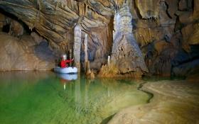 Обои природа, человек, пещера, подземелье, сталоктиты, сталогниты
