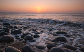Картинка море, волны, небо, пейзаж, закат, камни, берег