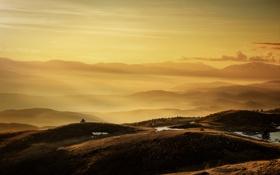 Обои горы, туман, mountains, fog, yellow sky, желтые небо