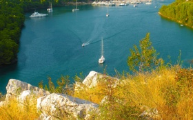 Обои бухта, залив, трава, яхта, лодка, море