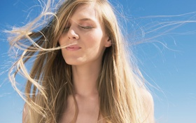 Обои девушка, ветер, волосы, блндинка