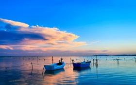 Обои небо, облака, море, лодки, сети