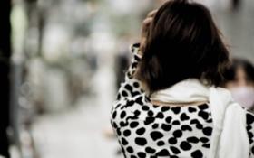 Обои девушка, фон, черно-белый, обои, настроения, шарф, брюнетка