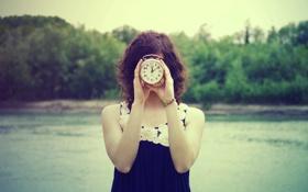 Обои часы, время, девушка, будильник, кудри