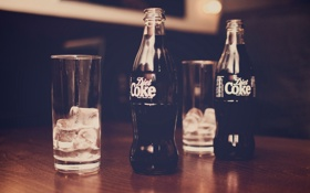 Обои coke, газировка, напиток, стаканы, лед, бутылки