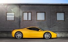 Обои небо, жёлтый, здание, окна, профиль, ferrari, феррари