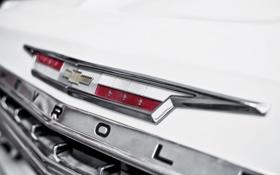 Картинка белый, макро, тюнинг, Chevrolet, эмблема, шевроле, классика
