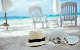 Картинка песок, пляж, лето, отдых, шляпы