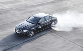 Обои чёрный, дым, Mercedes-Benz, занос, Мерседес, дрифт, седан