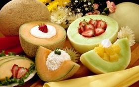 Обои клубника, аппетитно, фрукты, дыни, сметана, цветы