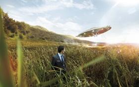 Картинка поле, трава, дым, корабль, нло, мужчина, Morar Gheorghita