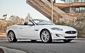 Обои белый, фон, здание, Jaguar, XKR, Ягуар, кабриолет