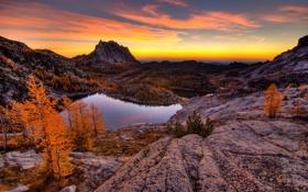 Обои озеро, горы, скалы, осень, пейзаж, закат