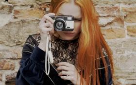 Картинка девушка, камера, фотоаппарат, рыжая, снимает