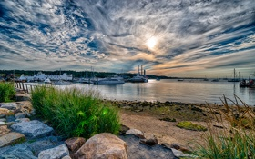Картинка море, небо, трава, облака, камни, яхта, причал